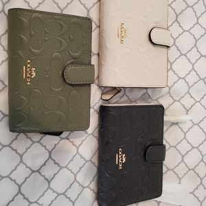 COACH Wallet: CoLors: Military Green, Chalk, Black